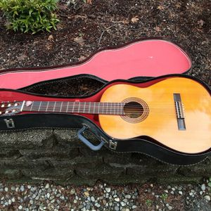 YAMAHA Guitar - Nice Condition for Sale in Covington, WA