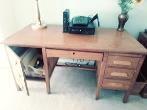 "Oak desk: 60"" wide, 32"" deep & 30"" hi for Sale in Vancouver, WA"