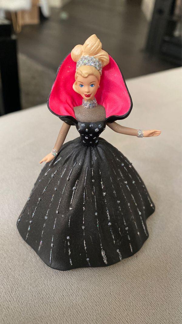 Hallmark Keepsake Holiday Ornament 1998 holiday Barbie