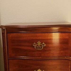 5 Piece Wood Bedroom Set. Normal Wear. for Sale in Tacoma, WA