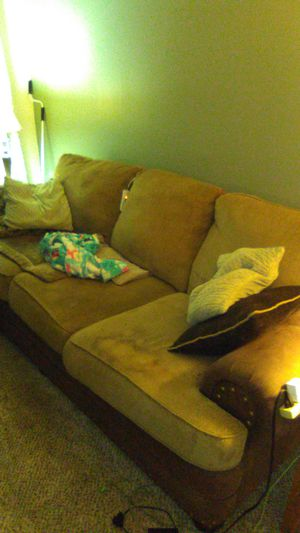 Big stinky couch for Sale in St. Petersburg, FL
