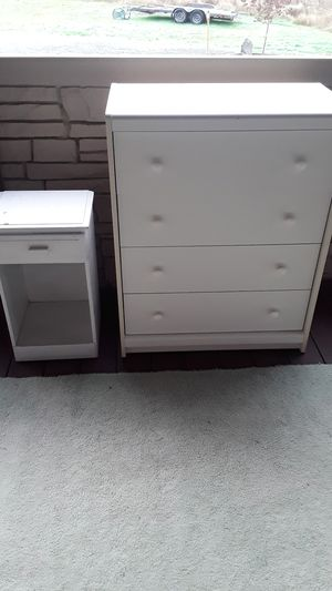 Kids room dresser and nightstand. Free for Sale in Tacoma, WA