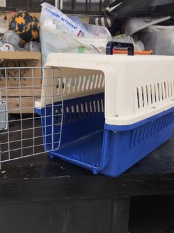 Pet Travel Carrier for Sale in Hawthorne,  CA