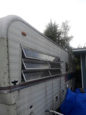 Travel trailer for project. I wanted to remodel from top to bottom but decided to buy another one since I do not have the time for it. for Sale in Lakewood, WA