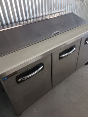 MASTERBUILT STAINLESS STEEL REFRIGERATED SANDWICH PREP TABLE IN EXCELLENT CONDITION!!! for Sale in Dothan, AL