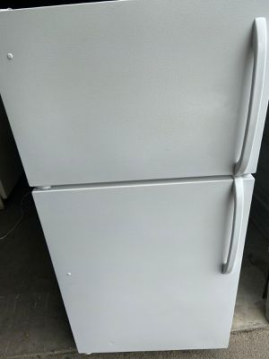 **Frigidaire Apartment Size Refrigerator. Works great(willing to deliver for free for Sale in Stanton, CA