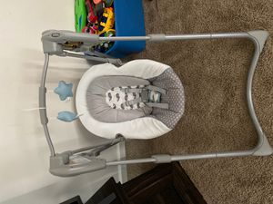 Graco baby swing for Sale in Cleveland, OH