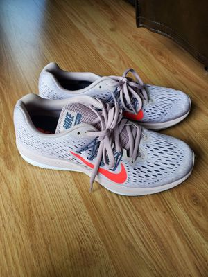 Women's Nike zoom winflo 5 sneakers for Sale in Holland, PA