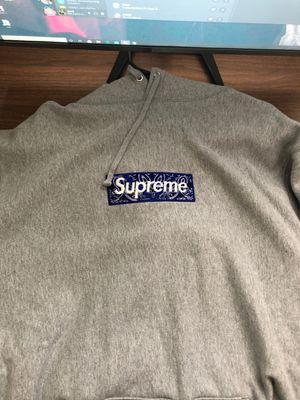 supreme bandana box logo hoodie (Size XL) for Sale in Pico Rivera, CA