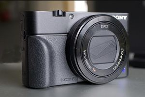 SONY RX-100 MK3 premium point-and-shoot camera for Sale in Vancouver, WA