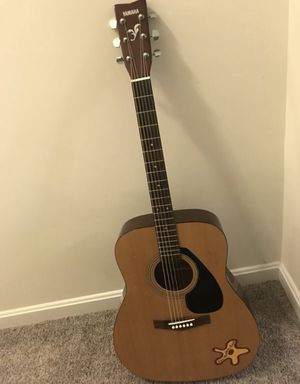 Yamaha F-310 acoustic guitar for Sale in Alexandria, VA
