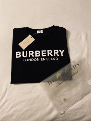 Men New Burberry shirts ( Size L ) (Amazing Price!!!) for Sale in Bell Gardens, CA