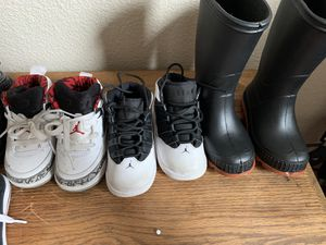Size 7-8 kid shoes good condition rain boots are new for Sale in Elk Grove, CA