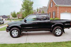 $1200price 2001 Toyota Tacoma for Sale in Cedar Rapids, IA