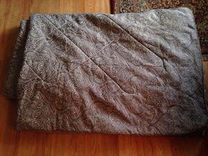Es un cobertor kin me costo $140lo doy a $30 for Sale in Manassas, VA