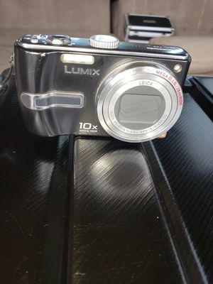 Lenox digital camera TRADE ME SOMETHING COOL FOR IT for Sale in Sacramento, CA