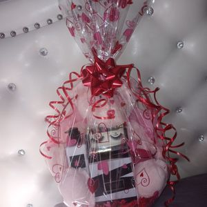 ❤❤Victorias Secret Gift For Valentines Day❤❤ for Sale in Fort Worth, TX
