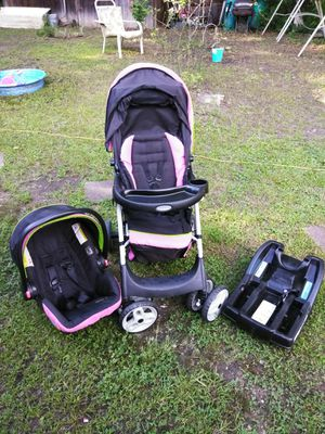 Graco car seat stroller and base combo for Sale in Anniston, AL
