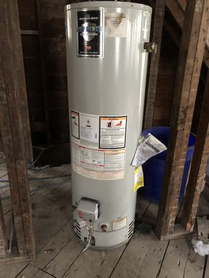 40 gallon water heater for Sale in Lyndhurst, NJ