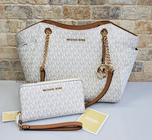 BUNDLE 2 PC BRAND NEW MICHAEL KORS PVC SIGNATURE PRINT LEATHER JETSET TRAVEL LARGE TOTE SHOULDERBAG WITH MULTIFUNTIONAL PHONE CASE WALLET /DETACHABLE for Sale in Northville, MI