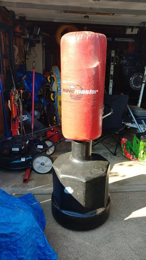 Wave master punching bag for Sale in Cleveland, OH