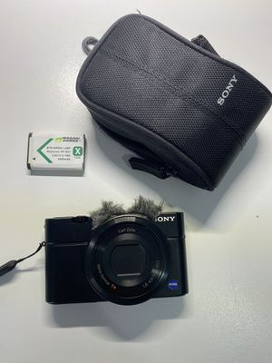 SONY RX100 CAMERA with Mic Cover + Bag + Extra Battery BUNDLE for Sale in Chicago, IL