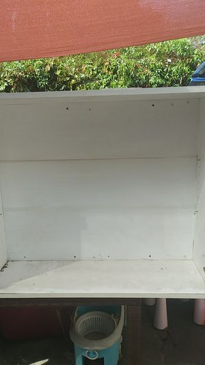 Kitchen wall cabinet 36 in wide × 30 in height w doors for Sale in Los Angeles, CA