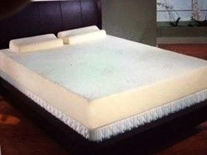 Nice and clean new Tempur-pedic brand king mattress and box set 400 for Sale in Kansas City, MO