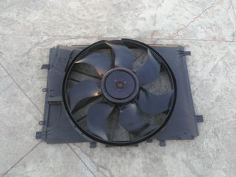 Mercedes benz cooling fan for Sale in Whittier,  CA