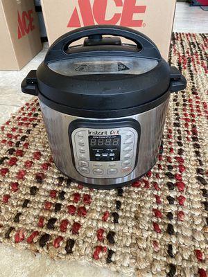 Instant Pot 6 quarts for Sale in Arlington, VA