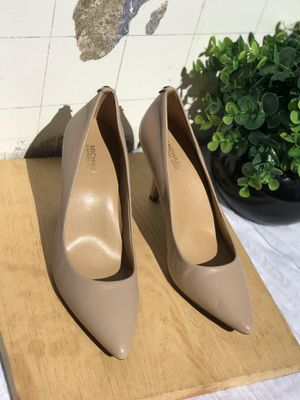 Michael Kors Nude pumps sz 7 for Sale in Compton, CA