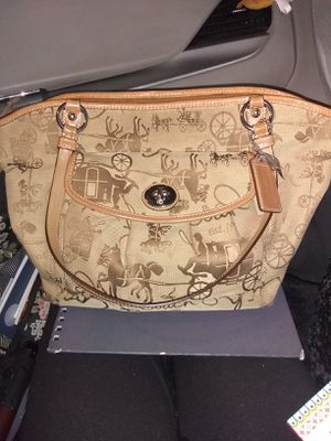 Authentic Horse N Carriage Coach Purse for Sale in Aurora, CO