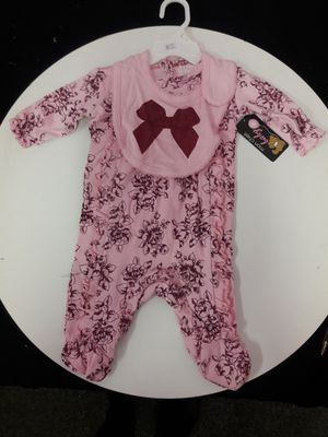Baby Floral Overall with Bib. new for Sale in Las Vegas, NV