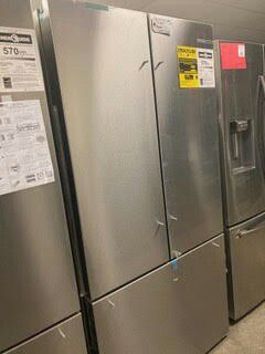 BOSCH COUNTER DEPTH REFRIGERATOR 20.8 CU FT 1 YEAR MANUFACTURES WARRANTY for Sale in Gilbert, AZ