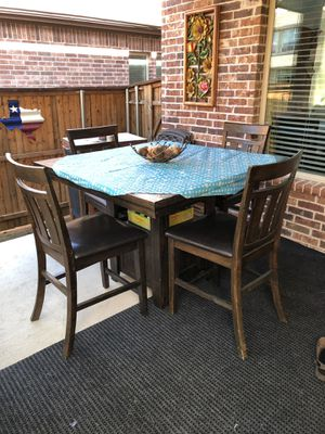 Breakfast table, 4 high chairs- good condition for Sale in McKinney, TX