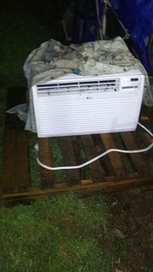 LG. AC/ Heat window unit (220) for Sale in Danielsville, GA