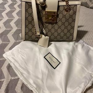 Authentic Gucci Handbag for Sale in Westmont, IL