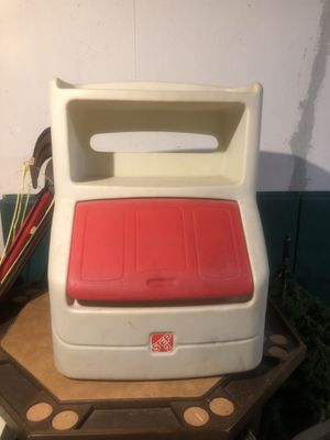 Step 2 Toy Box for kids for Sale in Flat Rock, MI