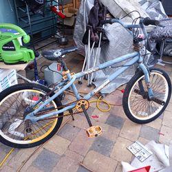 Kids Mongoose Bike. Bmx for Sale in Redwood City,  CA