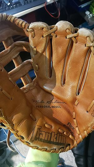 Baseball glove/mit left hand for Sale in Vancouver, WA