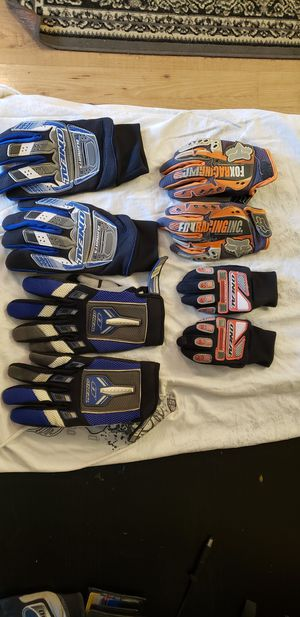 Dirt bike gloves for Sale in West Puente Valley, CA