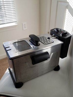 Deep fryer. Pls check my other items! for Sale in Manassas Park, VA