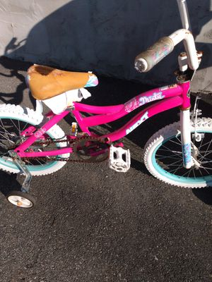 Free girls bike to a little girl in need of bike not to someone that can afford to by one bike works great brakes great just seat torn for Sale in Malden, MA