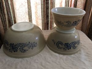 Vintage Pyrex HOMESTEAD Tan/Blue Mixing Nesting Bowl 3pc Set 401, 402, 403 for Sale in Oregon City, OR