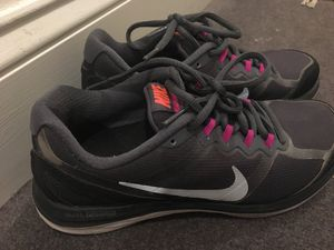 Nike shoes woman size 5.5 for Sale in Philadelphia, PA