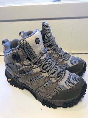 Women's 8 Merrell boots in excellent condition for Sale in Aurora, CO
