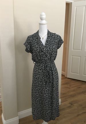 BLACK AND WHITE FLORAL WRAP DRESS for Sale in Temecula, CA