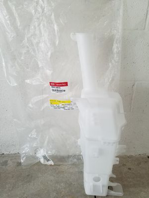 Windshield washer reservior for Kia Sedona for Sale in Riverview, FL