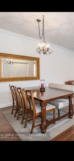 Dining Table w/ bench and chairs for Sale in Pembroke Pines, FL