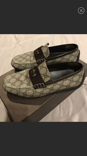REAL men's Gucci monogram loafers for Sale in Cleveland, OH